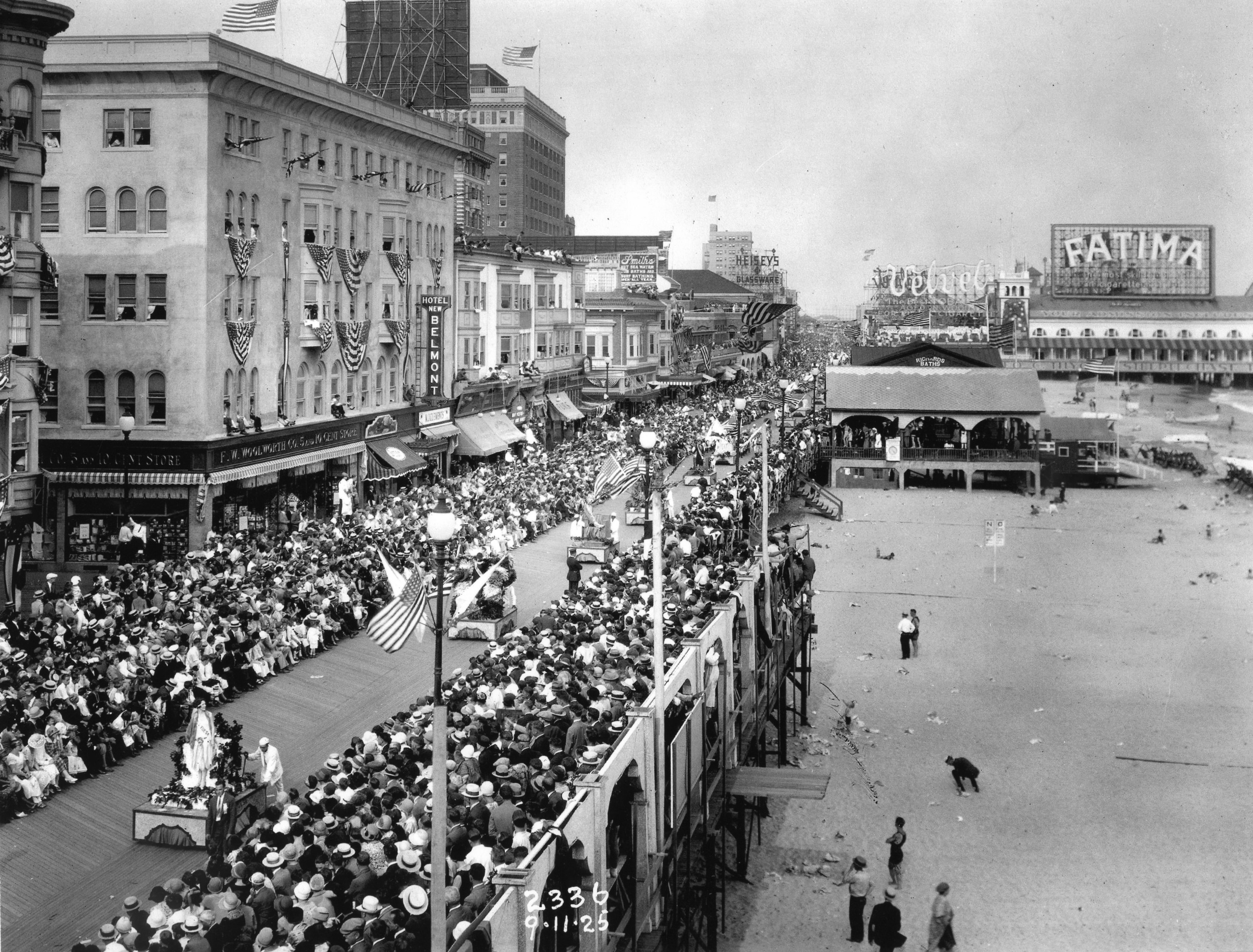 america in the 1920s The jazz age: the american 1920s the 1920s was a decade of major cultural conflicts as well as a period when many features of a modern consumer culture took root.